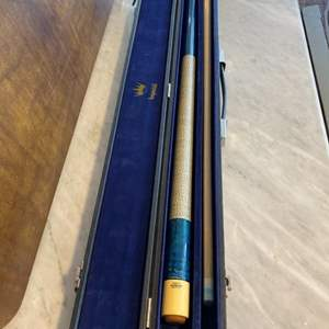 Lot # 102 - Huebler billiards cue