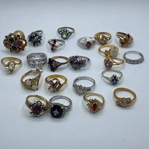 Lot # 124 - Costume rings - Various sizes