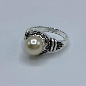 Lot # 129 - Sterling silver and pearl ring (size 7)