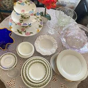 Lot # 160 - Dishes for entertaining