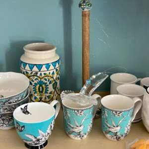 Lot # 161 - Teal kitchen items