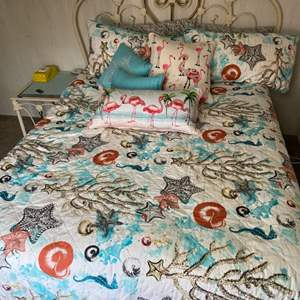Lot # 165 - Bed set (size queen)