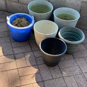 Lot # 175 - Plastic pots