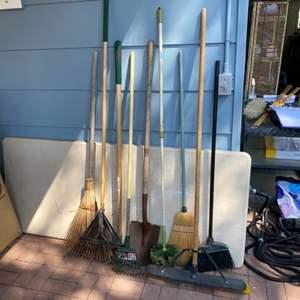 Lot # 181 - Essential yard tools