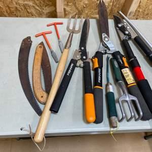Lot # 187 - Quality yard tools