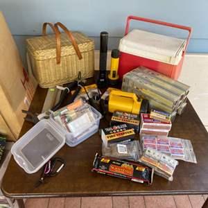Lot # 204 - Camping items