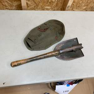 Lot # 232 - 1968 Ames US folding trench shovel/pick with military sheath