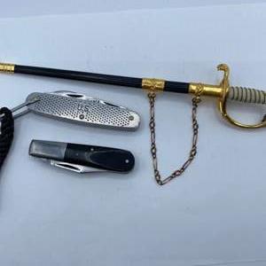 Lot # 257 - Military commemorative knives including Kabar