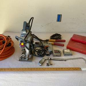 Lot # 22 - Skilsaw Worm Drive Saw and Construction Tools