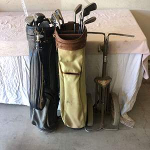 Lot # 39 - Golf bags / Golf Clubs & Cart