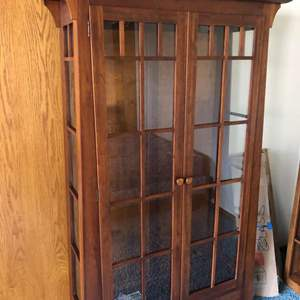 Lot # 81 - Ethan Allen Lighted Curio Cabinet with Glass Shelves