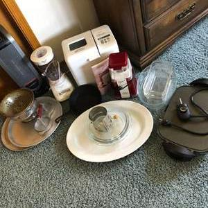 Lot # 108 - Hamilton Beach Blender, Pyrex Glass Baking Dishes, Westbend Bread & Dough Maker and More