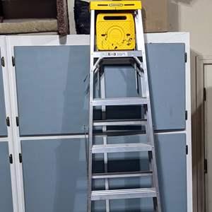 Lot # 70 - 8FT Aluminum Ladder