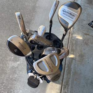 Lot # 373 - Set of golf clubs with an odyssey white hot putter
