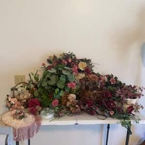 Lot # 15 - Floral Decor