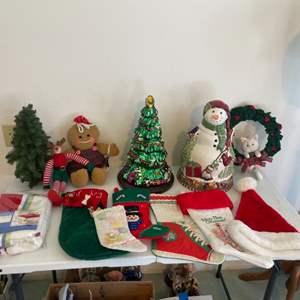 Lot # 59 - Christmas Decor