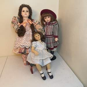 Lot # 90 - 1995 Coca-Cola Girl and Porcelain Dolls/Miniature Doll Stool