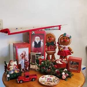 Lot # 103 - Christmas Decor