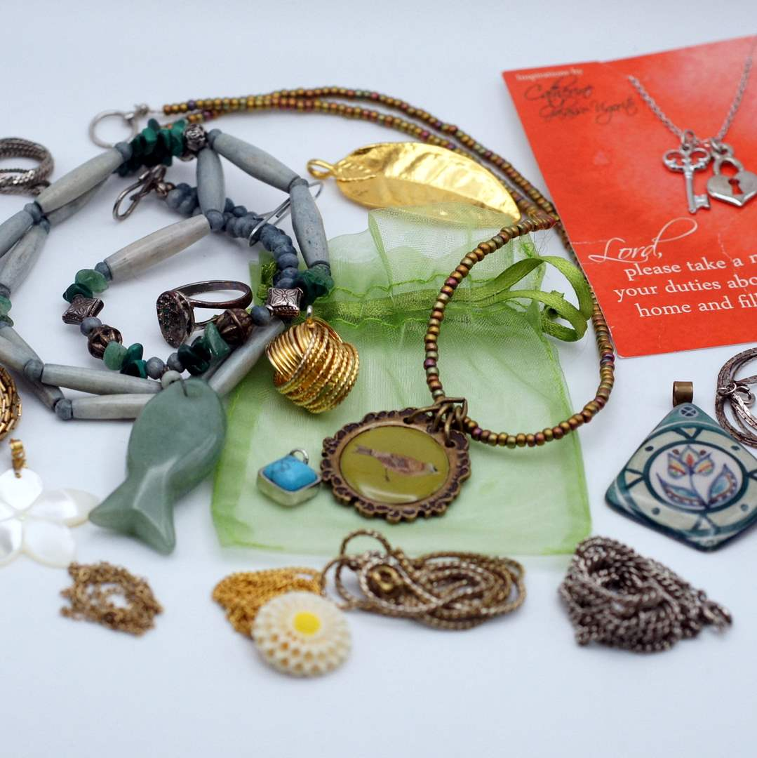 Lot # 246 - Pendants and Chains (main image)