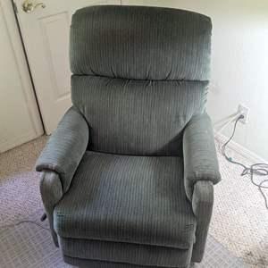 Lot # 99 - Comfy Recliner Chair