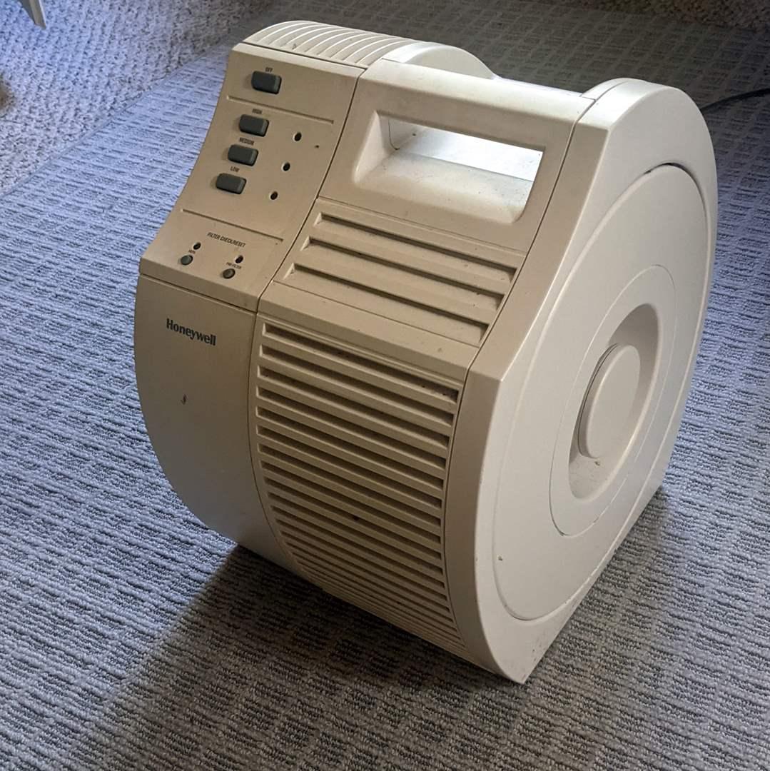 Lot # 100 - Honeywell HEPA Air Purifier Model 17000 (main image)