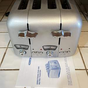 Lot # 78 - Delonghi 4-Slice Silver Retro Toaster Wide Slots RT400