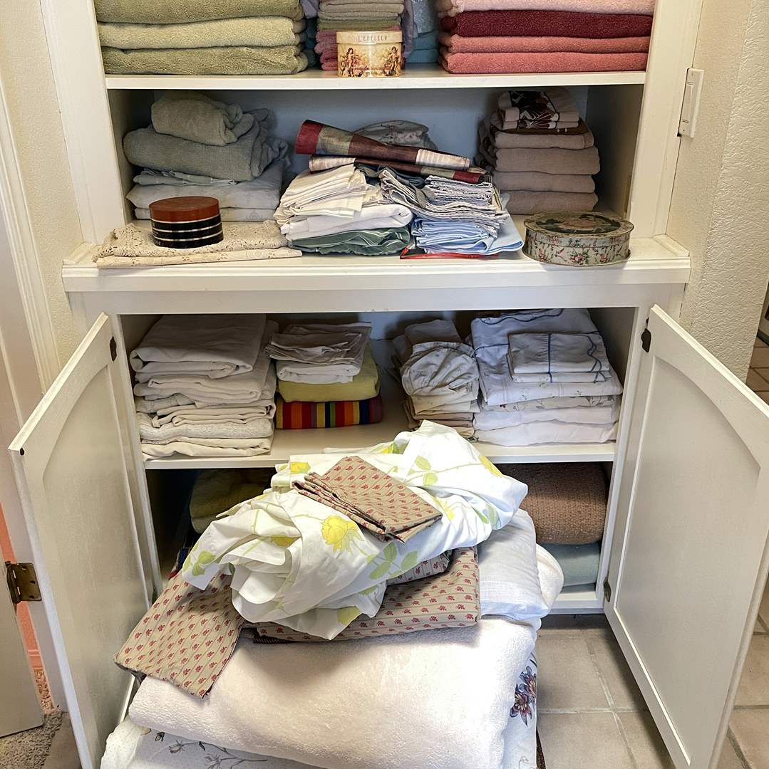 Lot # 121 - TONS of Sheets, Blankets, Towels and Like Items  (main image)
