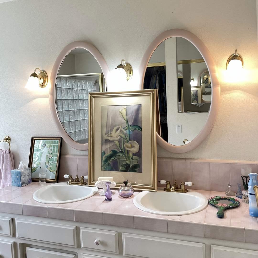 Lot # 133 - Bathroom Decor Items and Wall Art  (main image)