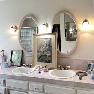 Lot # 133 - Bathroom Decor Items and Wall Art