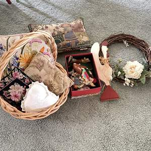 Lot # 137 - Basket of Bunnies and More Decor