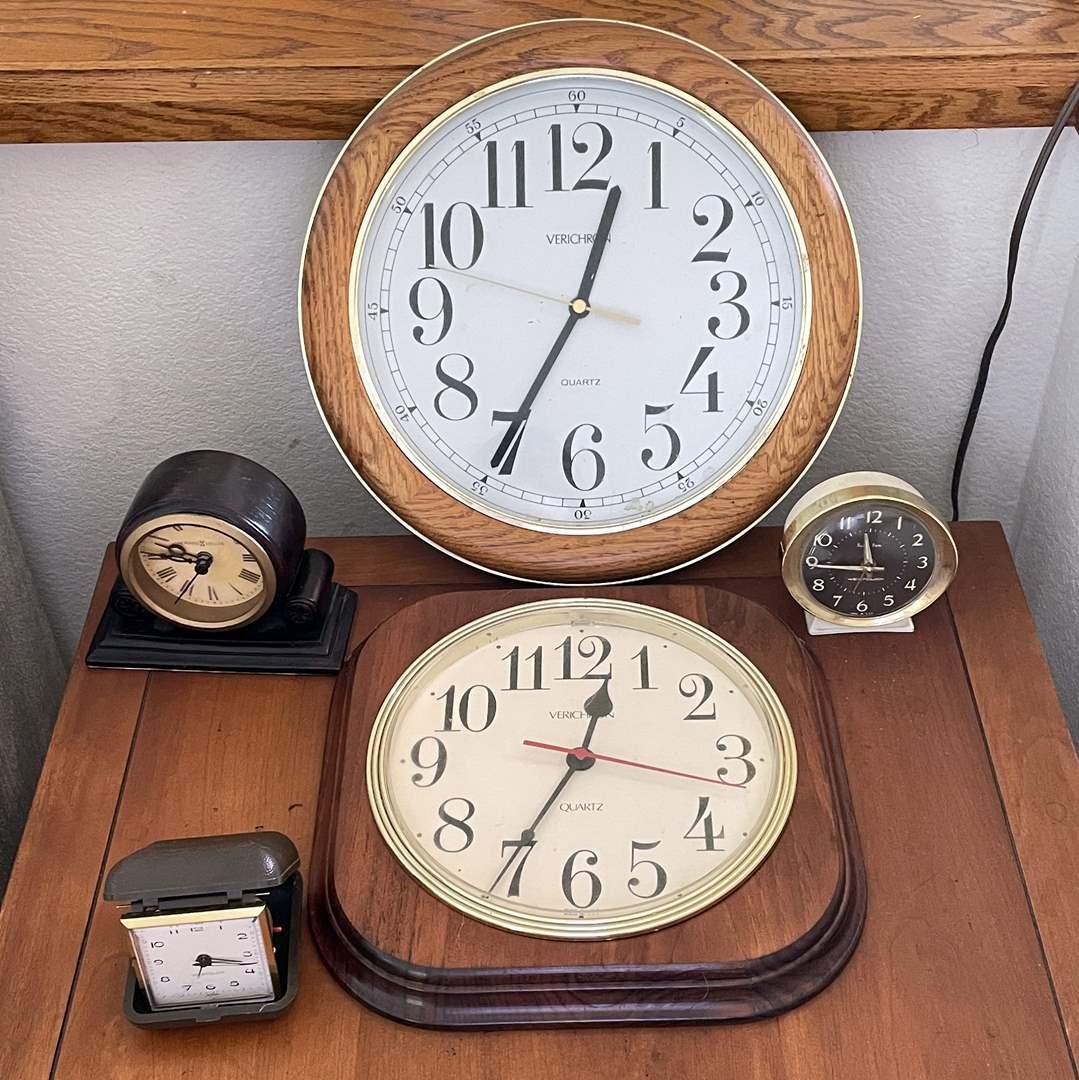 Lot # 140 - (5) Clocks  (main image)