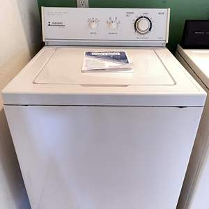 Lot # 148 - Maytag Performa PAV 1000 Clothes Washer