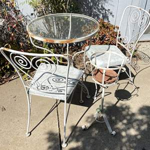 Lot # 159 - 3-piece bistro set, vintage Metal Chair, table and plant stand
