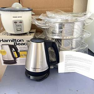 Lot # 196 - William Sonoma 3-Tier Steamer, Rice Cooker and Electric Kettle