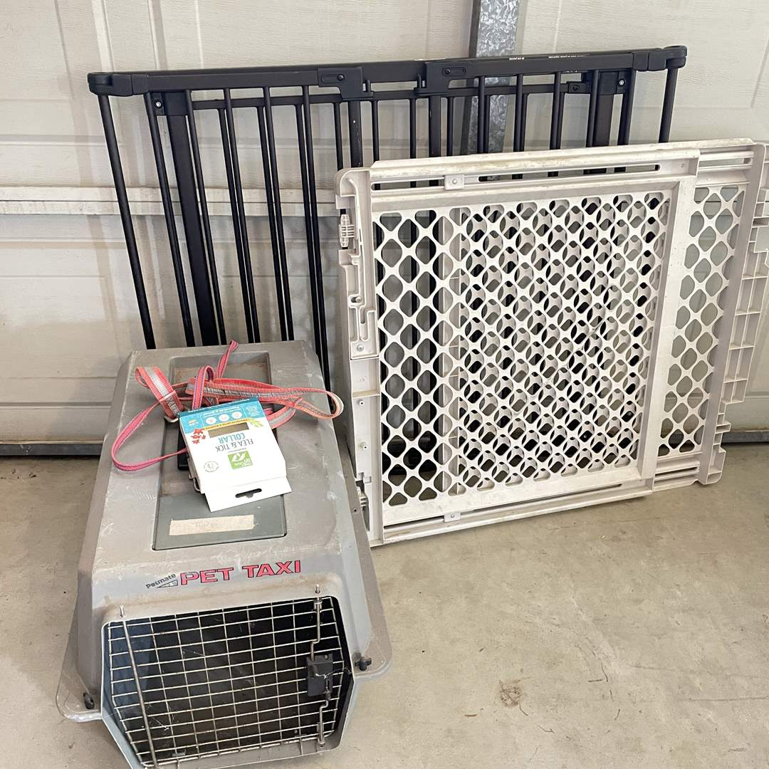 Lot # 214 - Animal Crate and (2) Gates  (main image)