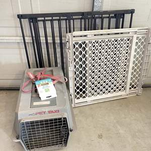 Lot # 214 - Animal Crate and (2) Gates