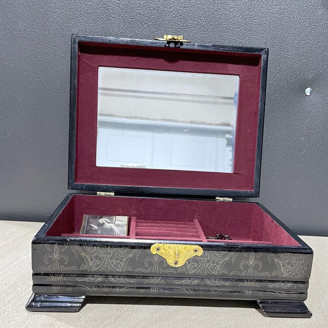 Lot # 255 - Jewelry Box (main image)