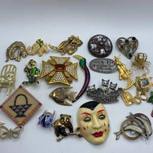 Lot #  29 - Brooches