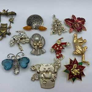 Lot #  40 - Brooches