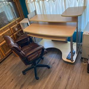 Lot # 105 - Multi-tiered desk and like new office chair