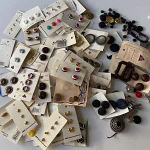 Lot # 111 - Vintage buttons