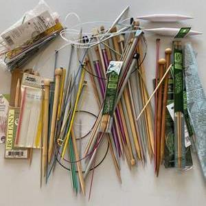 Lot # 121 - Knitting and crochet needles