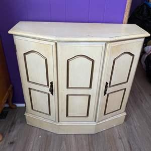 Lot # 218 - Vintage Cabinet with interior shelf