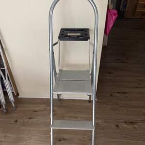 Lot # 249 - Step stool