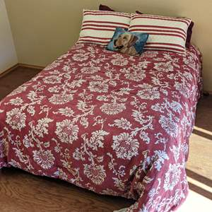 Lot # 49 - Bed Linens and Pillows