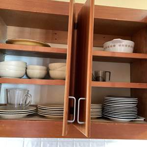 Lot # 74 - Assorted Dishware