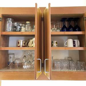 Lot # 92 - 6 Shelves of Glassware