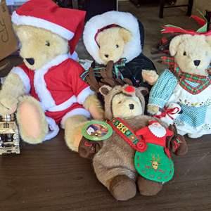 Lot # 168 - Collectible VanderBear Christmas Bears