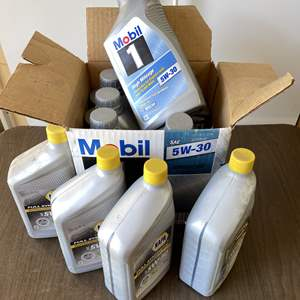 Lot # 206 - Unopened Full Synthetic Napa and Mobile 5W-30 (9) and 5W-20 (1) Engine Oil