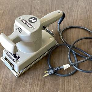 Lot # 225 - Porter Cable Model 505 Heavy Duty Sander